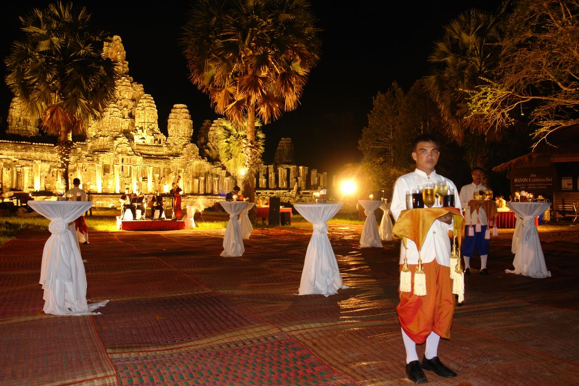 Temple dinner at Bayon